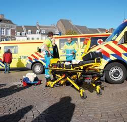 Ambulancemedewerkers en brancard